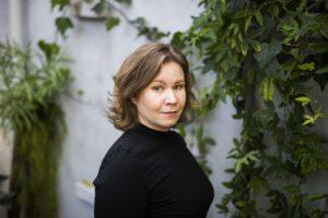 Kirjailija Laura Ertimo.