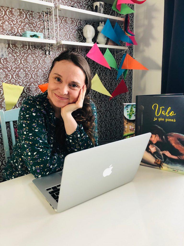 Kirjailija Jade Haapasalo.